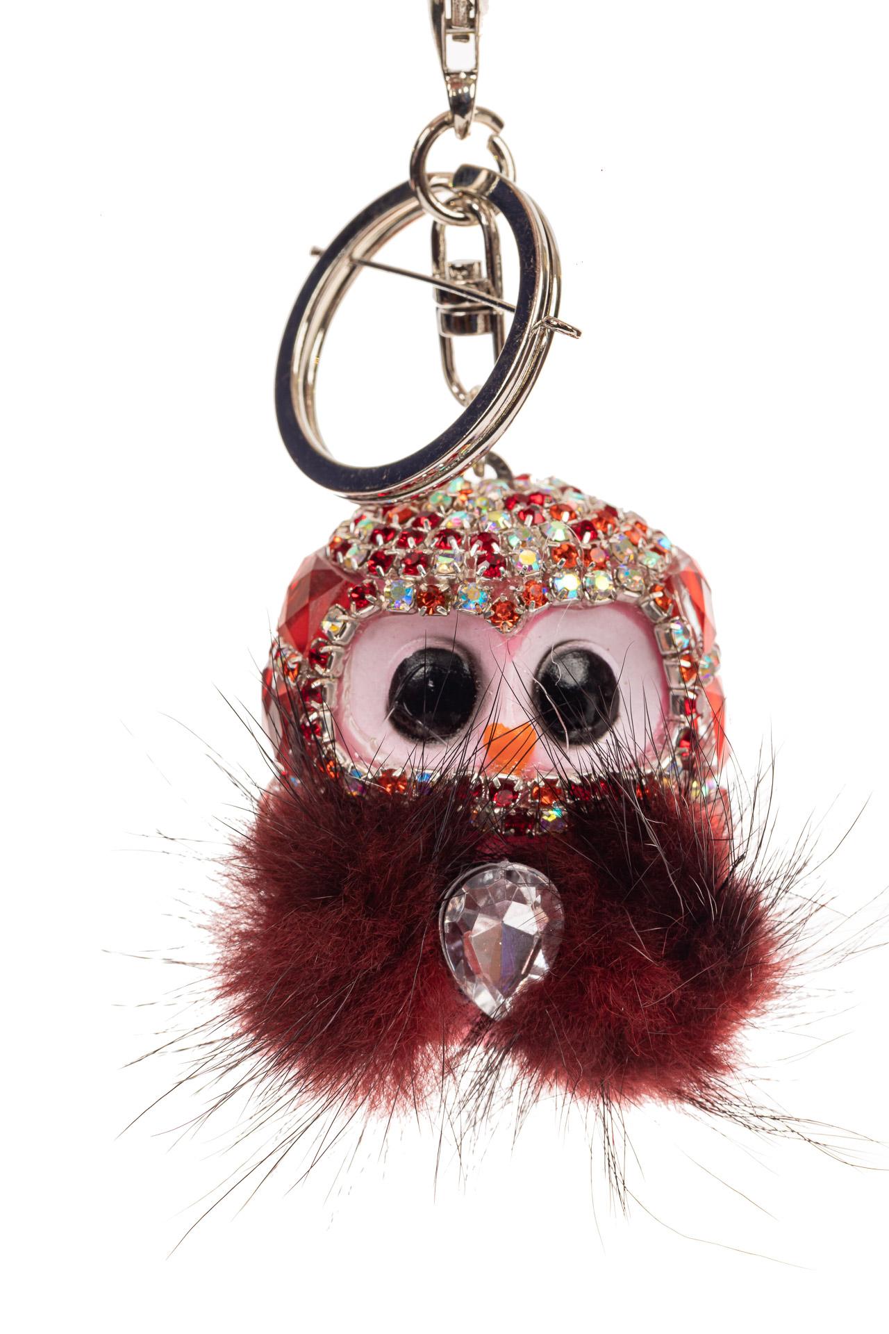 На фото 1 - Брелок в форме совы на сумочку красного цвета