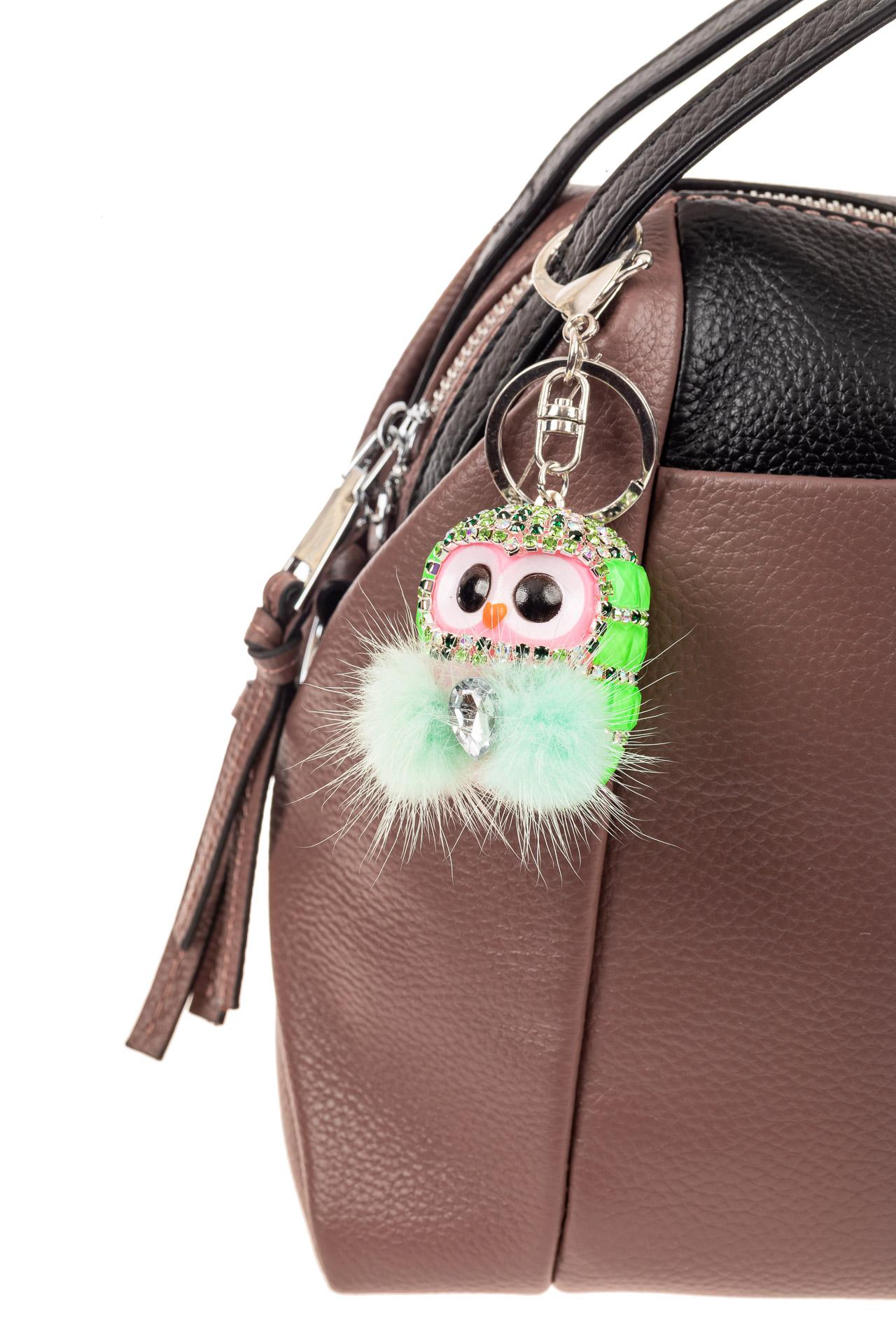 На фото 2 - Брелок в форме совы мягкой игрушки зеленого цвета