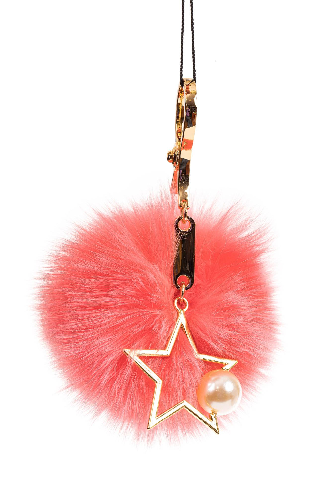 На фото 1 - Брелок из натурального меха розового цвета
