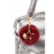 На фото 2 - Брелок из натурального меха бордового цвета