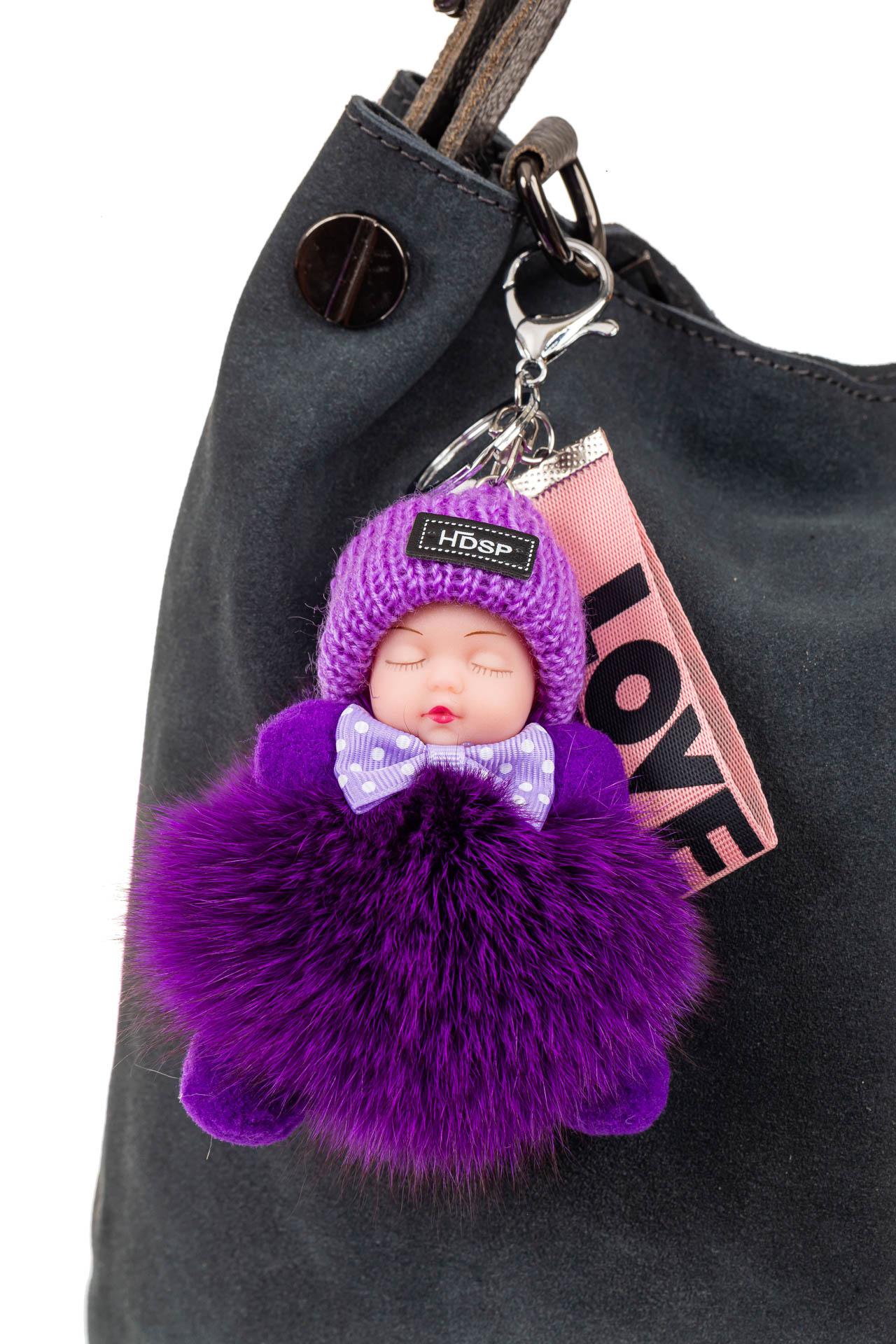 На фото 2 - Брелок из натурального меха фиолетового цвета