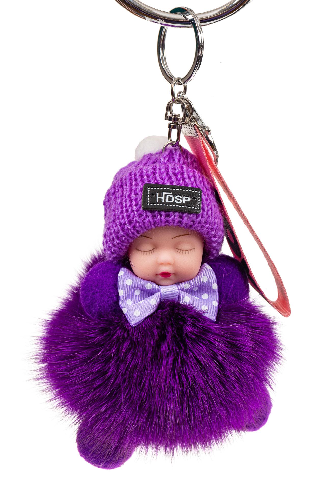 На фото 1 - Брелок из натурального меха фиолетового цвета