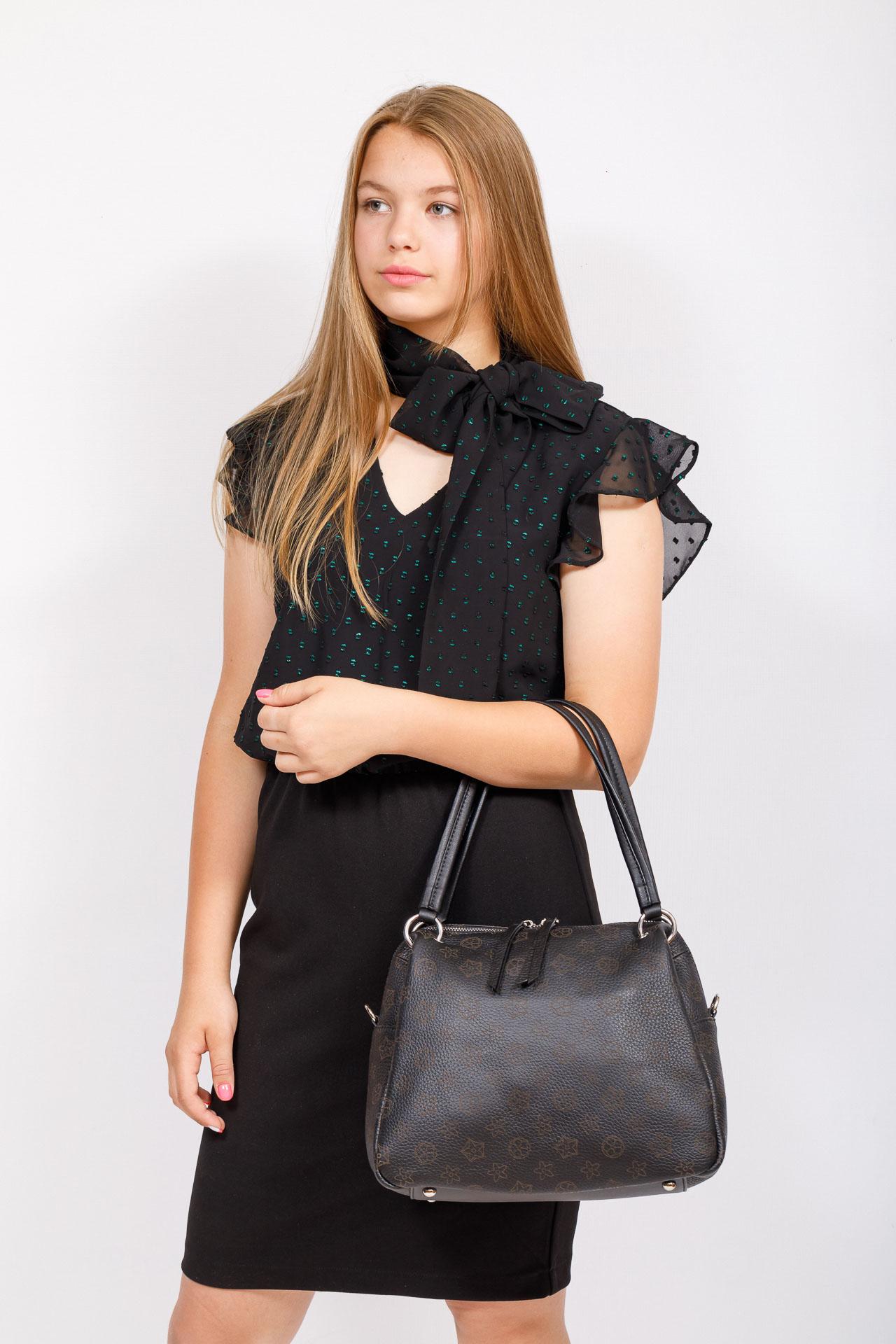 На фото 4 - Вместительная женская сумка из натуральной кожи, цвет черный