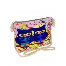 На фото 1 - Текстильная детская сумочка с принтом, цвет розовый
