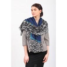 На фото 1 - Легкий палантин платок из хлопка и вискозы, цвет синий