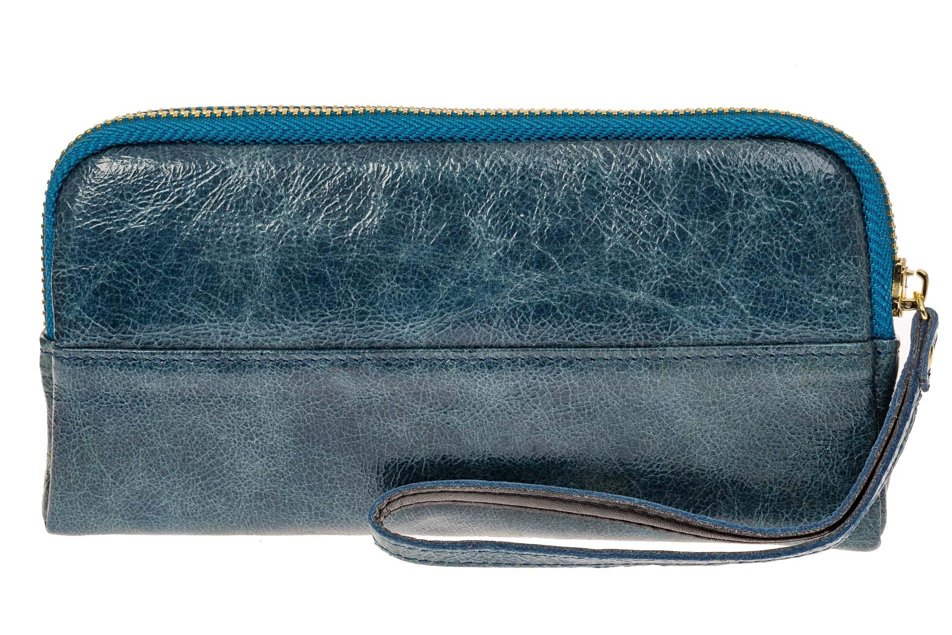 На фото 1 - Женское портмоне из натуральной кожи, цвет голубой