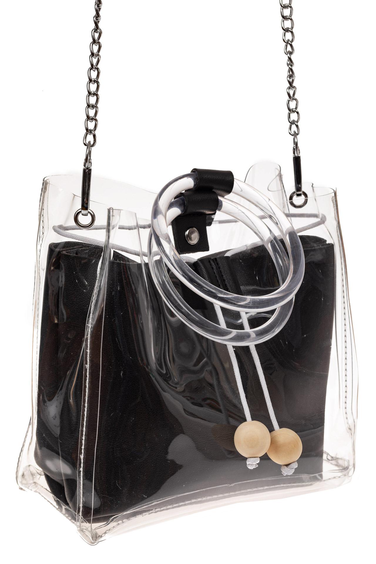 На фото 1 - Уникальная ring-bag из винила и эко-кожи, цвет черный