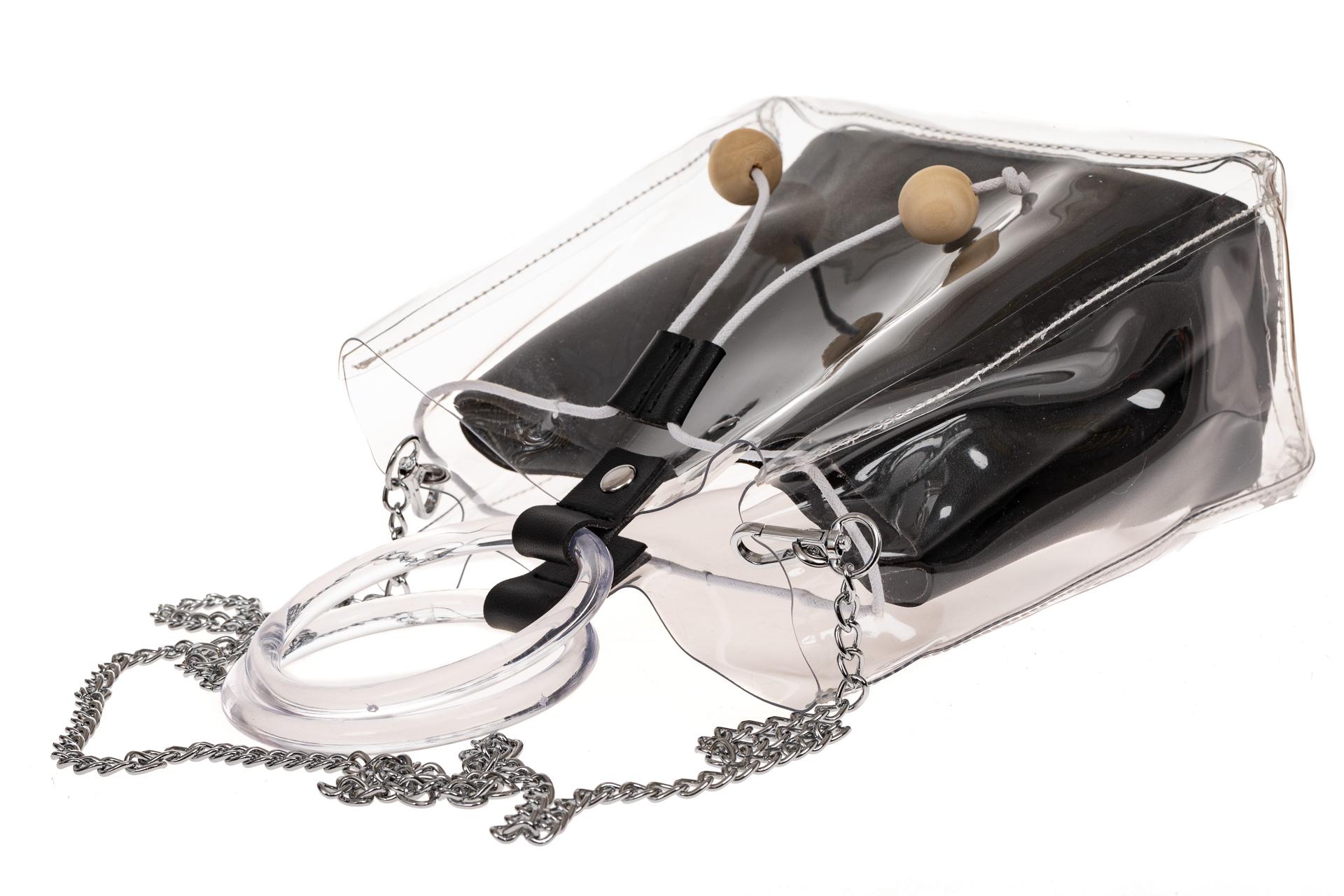 На фото 3 - Уникальная ring-bag из винила и эко-кожи, цвет черный