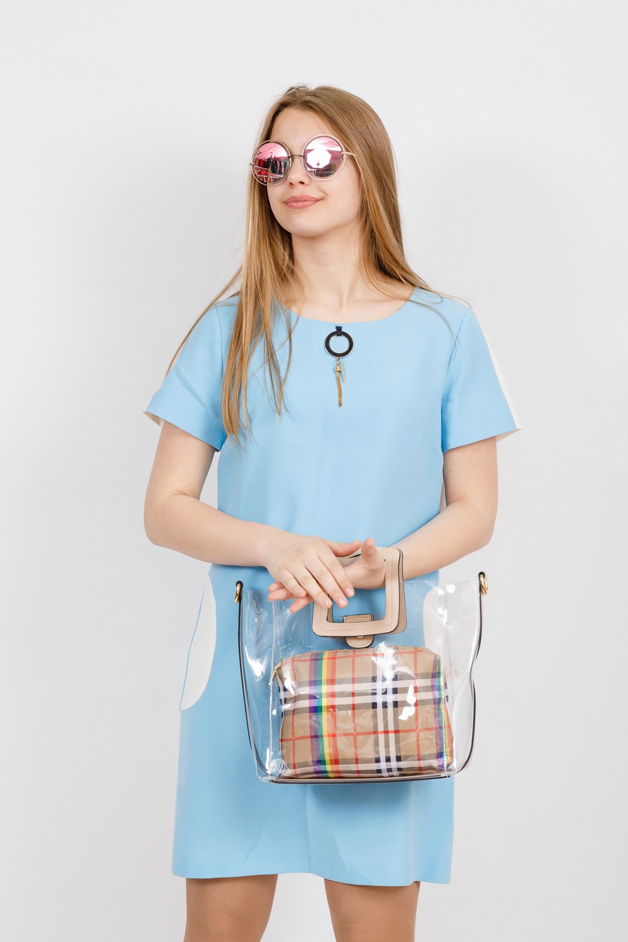 На фото 4 - Сумка шоппер из прозрачного винила с квадратными ручками, цвет бежевый