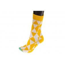 На фото 1 - Женские носки с геометричным орнаментом, основной цвет желтый