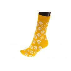На фото 1 - Женские носки с иконками, основной цвет желтый