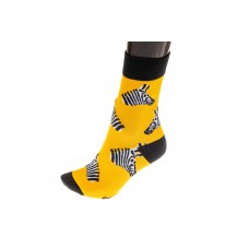 На фото 1 - Женские носки с принтом зебры, цвет желтый
