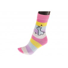 На фото 1 - Красивые женские носки с принтом силуэтом жирафа, основной цвет розовый