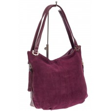 На фото 1 - Женская сумка из комбинированных материалов с подвесками, цвет баклажан