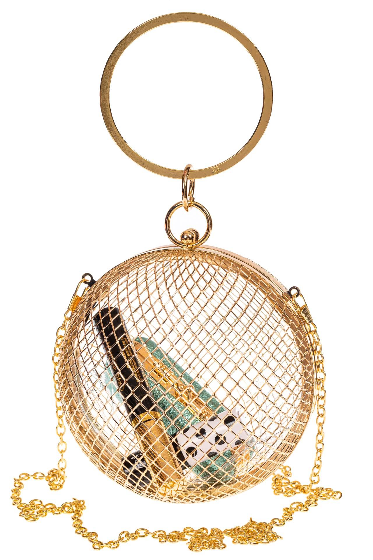 На фото 3 - Сумочка невесты в форме золотого шара