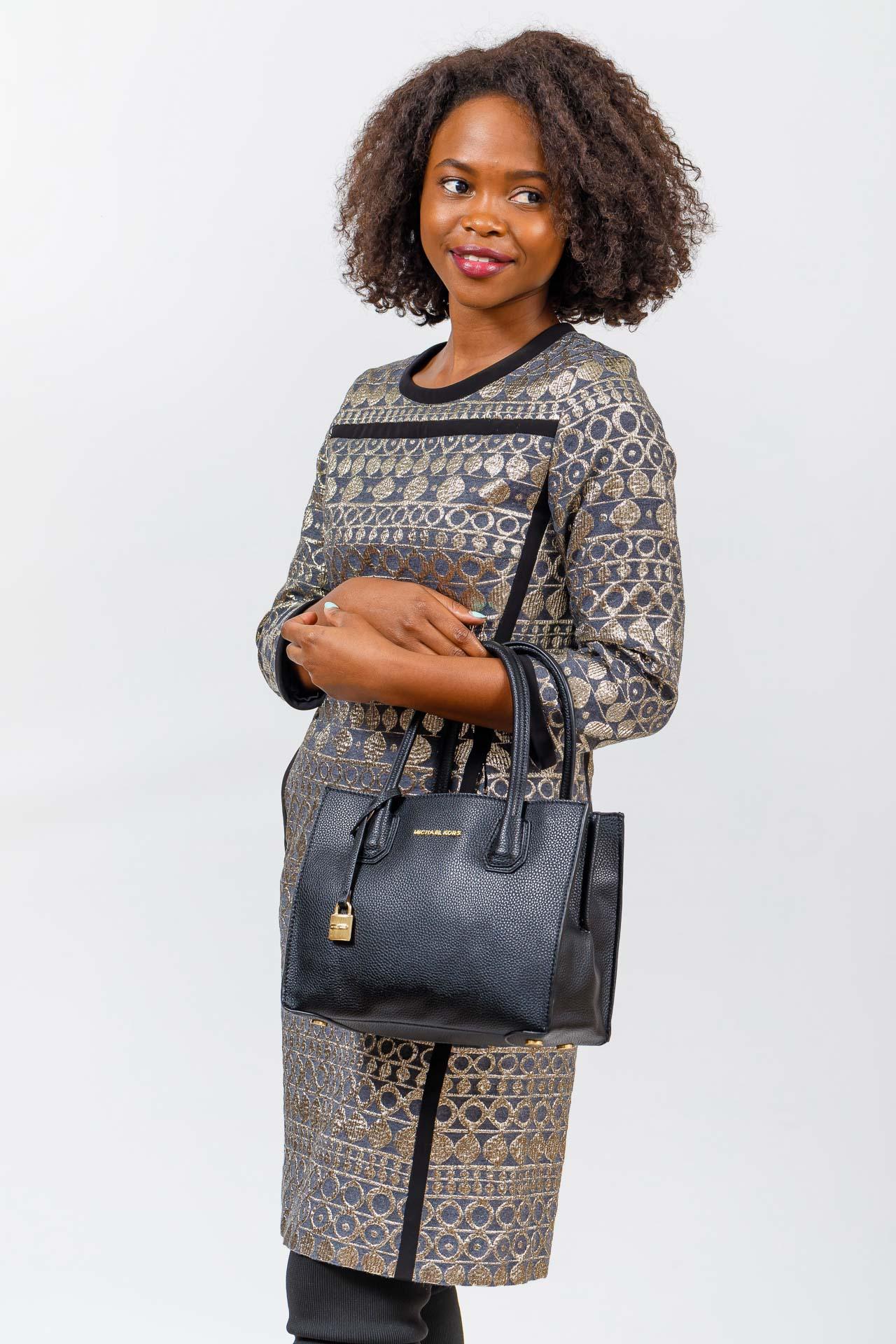 На фото 5 - Женская сумка из искусственной кожи, серая
