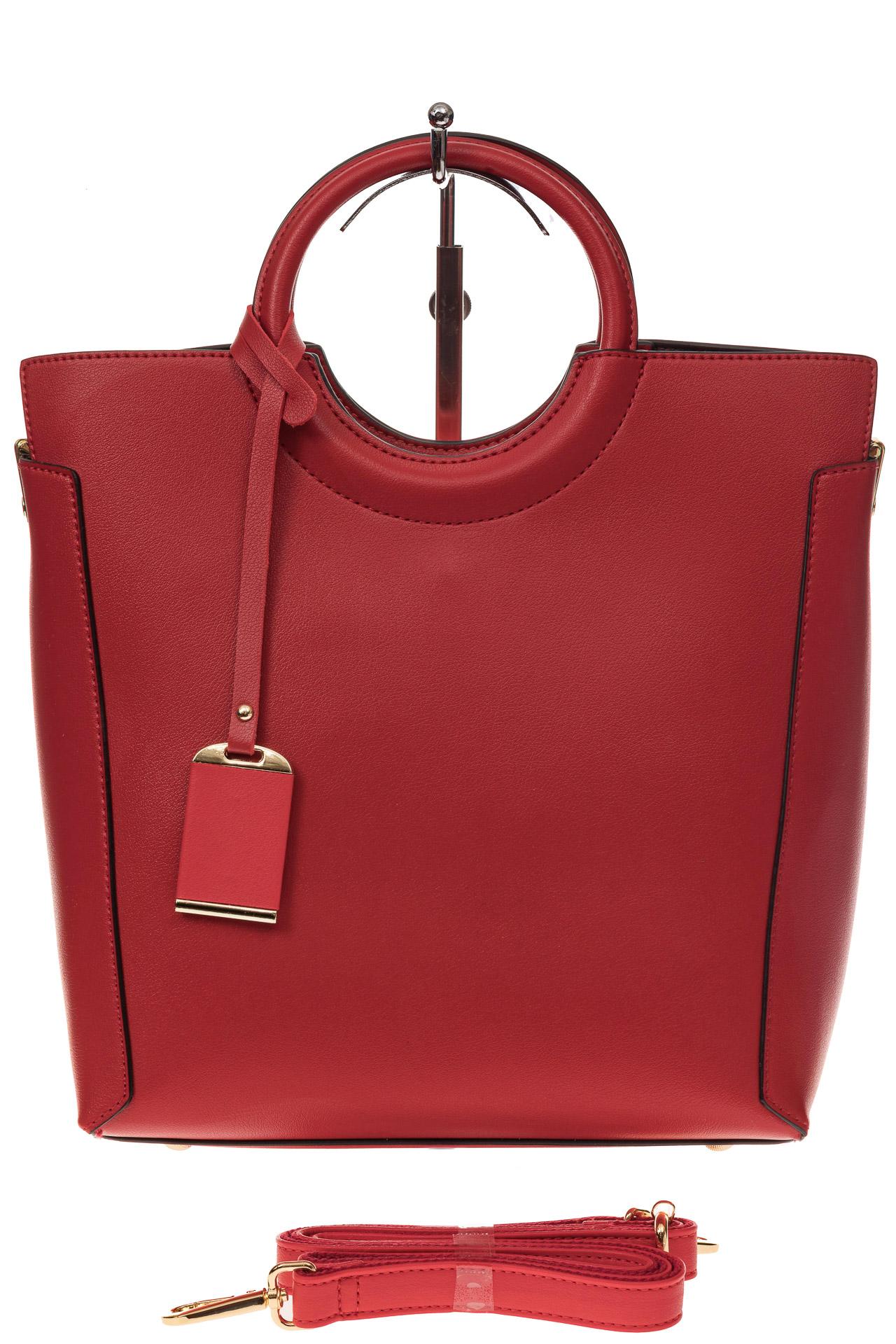 На фото 2 - Красная сумка с ручками-кольцами из искусственной кожи