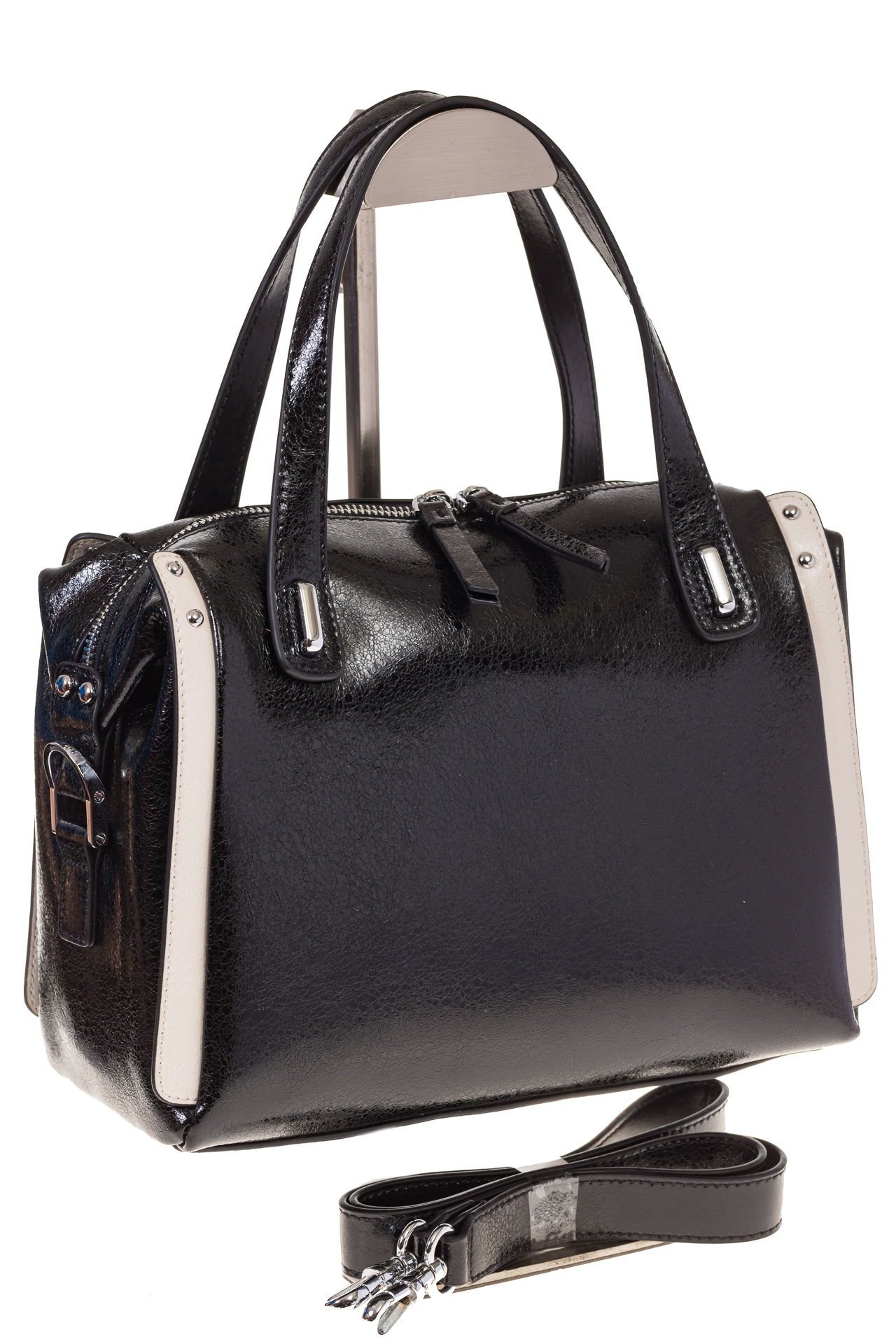 на фото Черная глянцевая кожаная сумка 1791AK