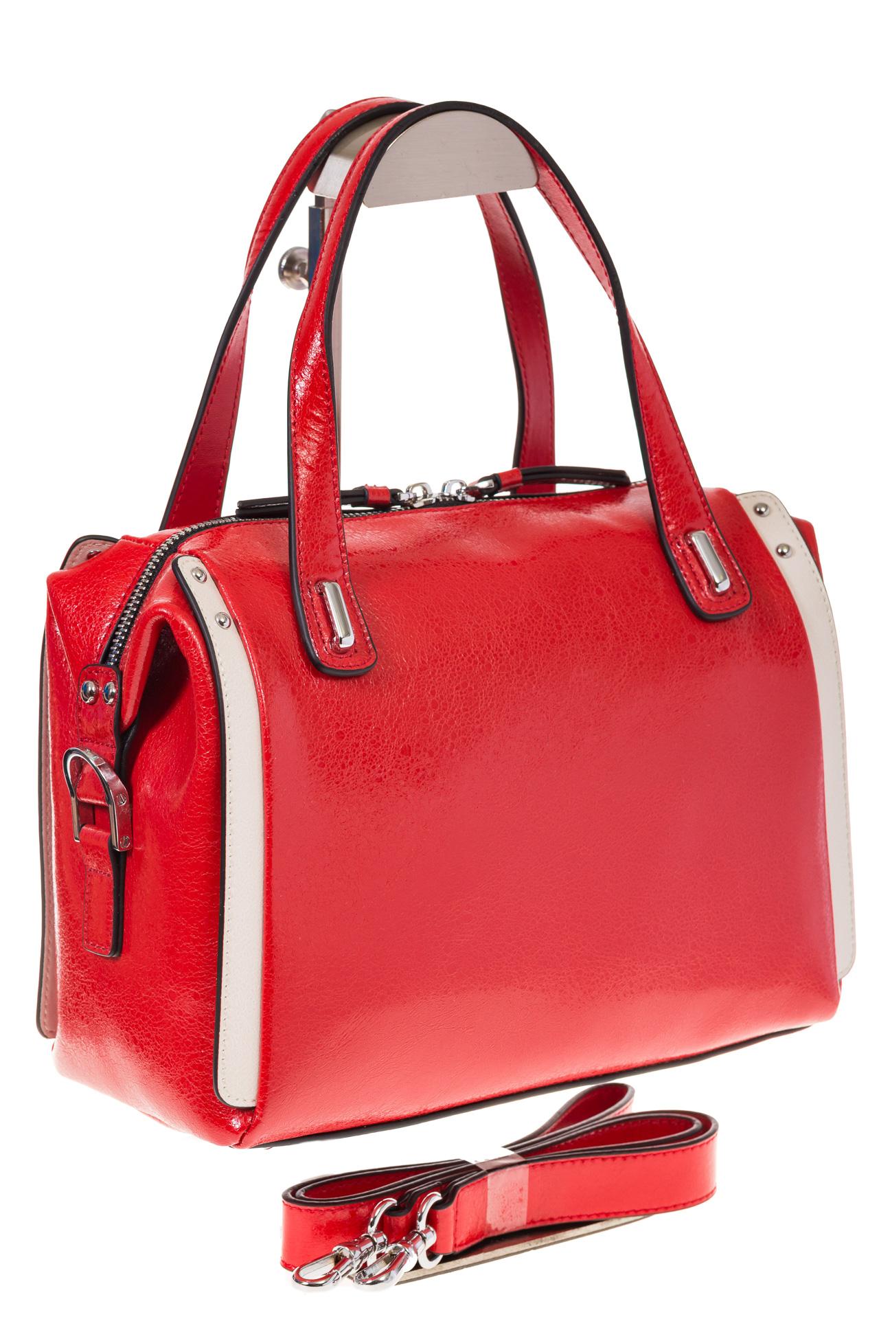 на фото Красная глянцевая кожаная сумка 1791AK