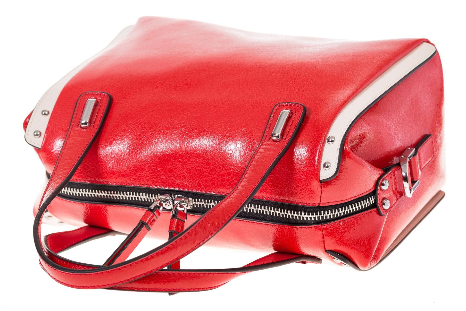 На фото 4 - Красная глянцевая кожаная сумка 1791AK