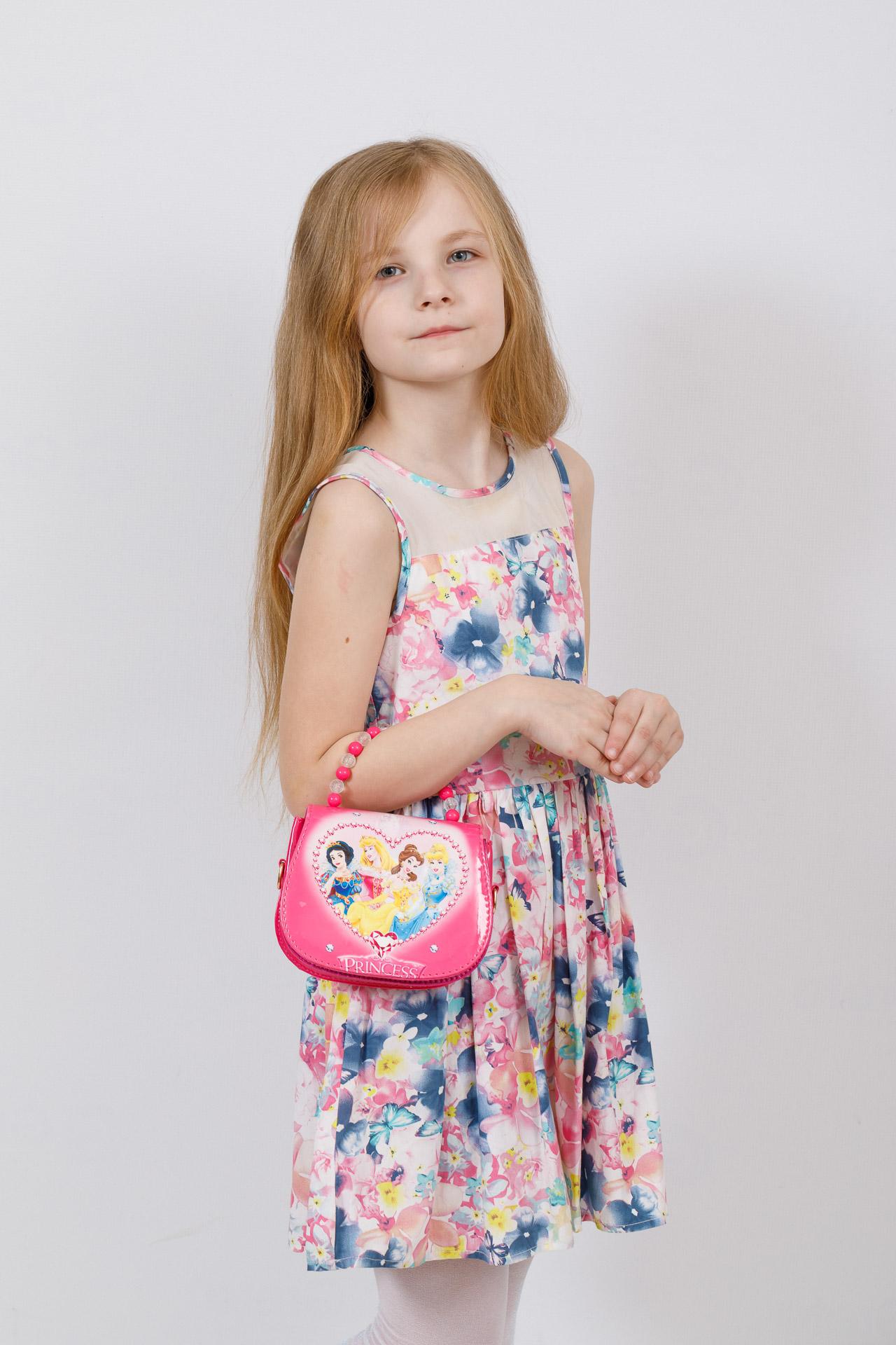 На фото 4 - Сумка для девочки с принтом, цвет фуксия