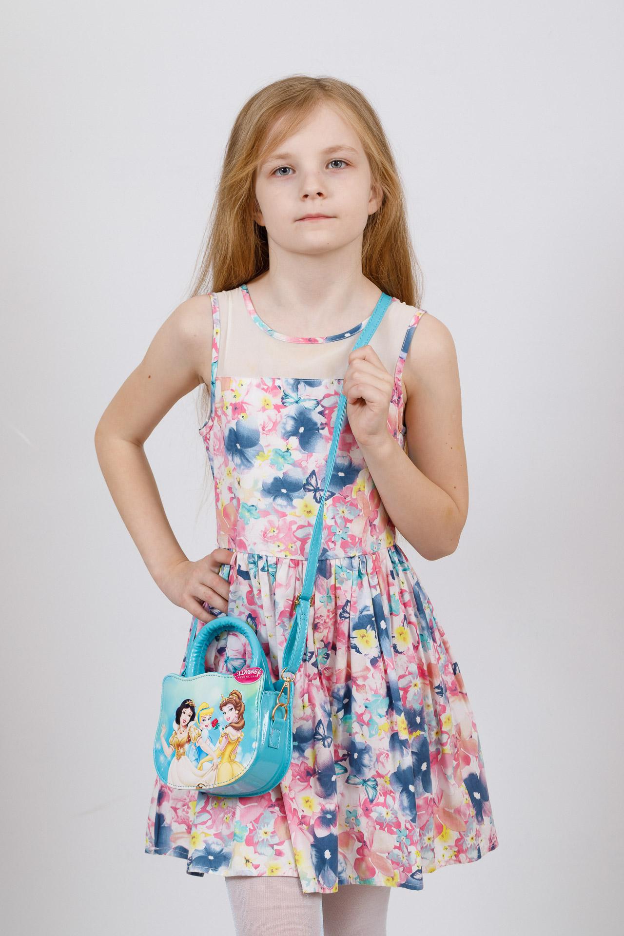На фото 4 - Сумка для девочки с принтом, цвет голубой