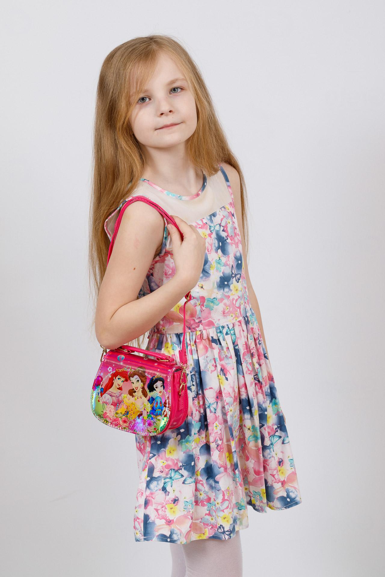 На фото 4 - Сумка для девочки с принтом и голограммой, цвет фуксия