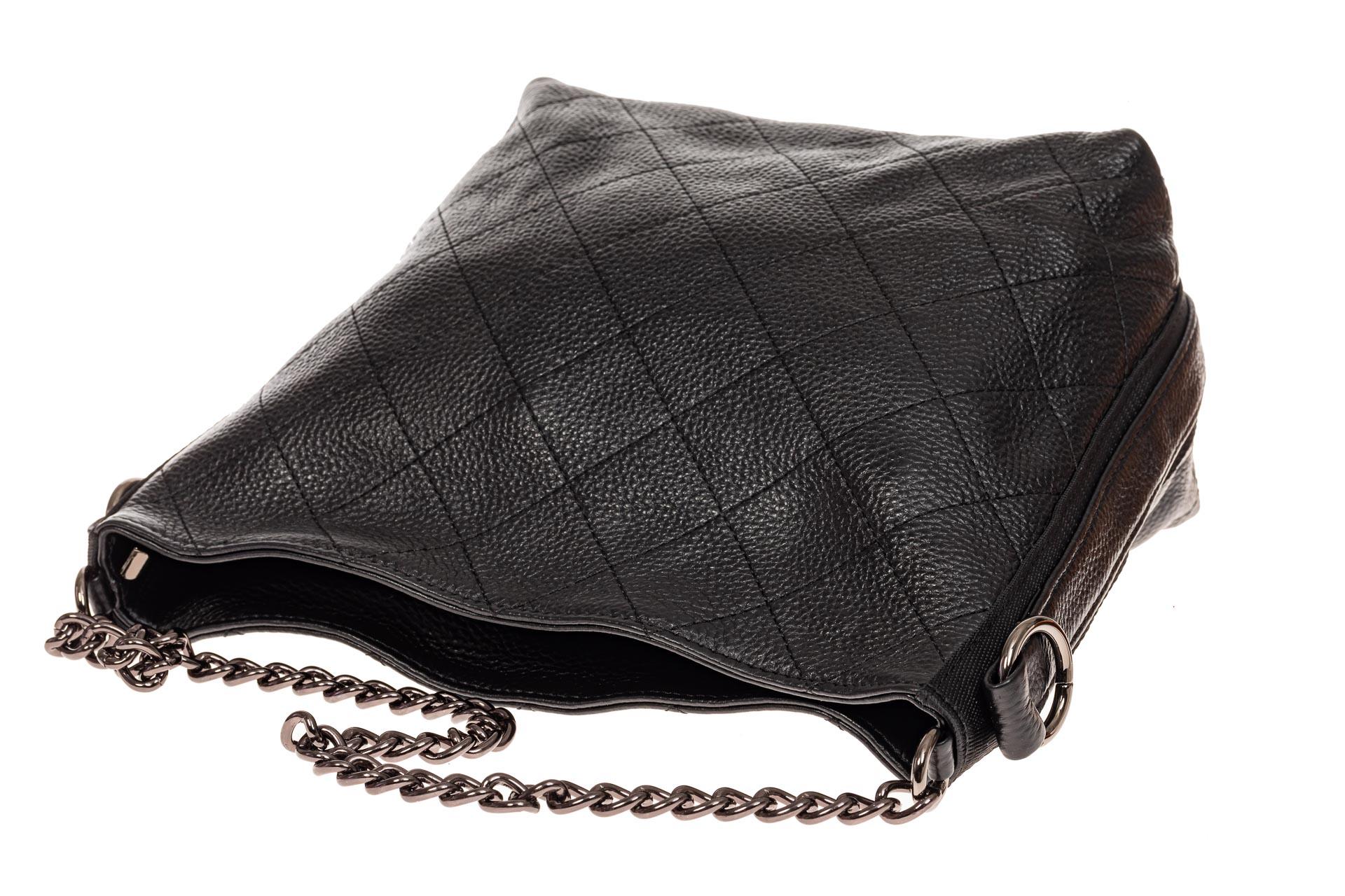 На фото 3 - Небольшая сумка из натуральной кожи, цвет черный