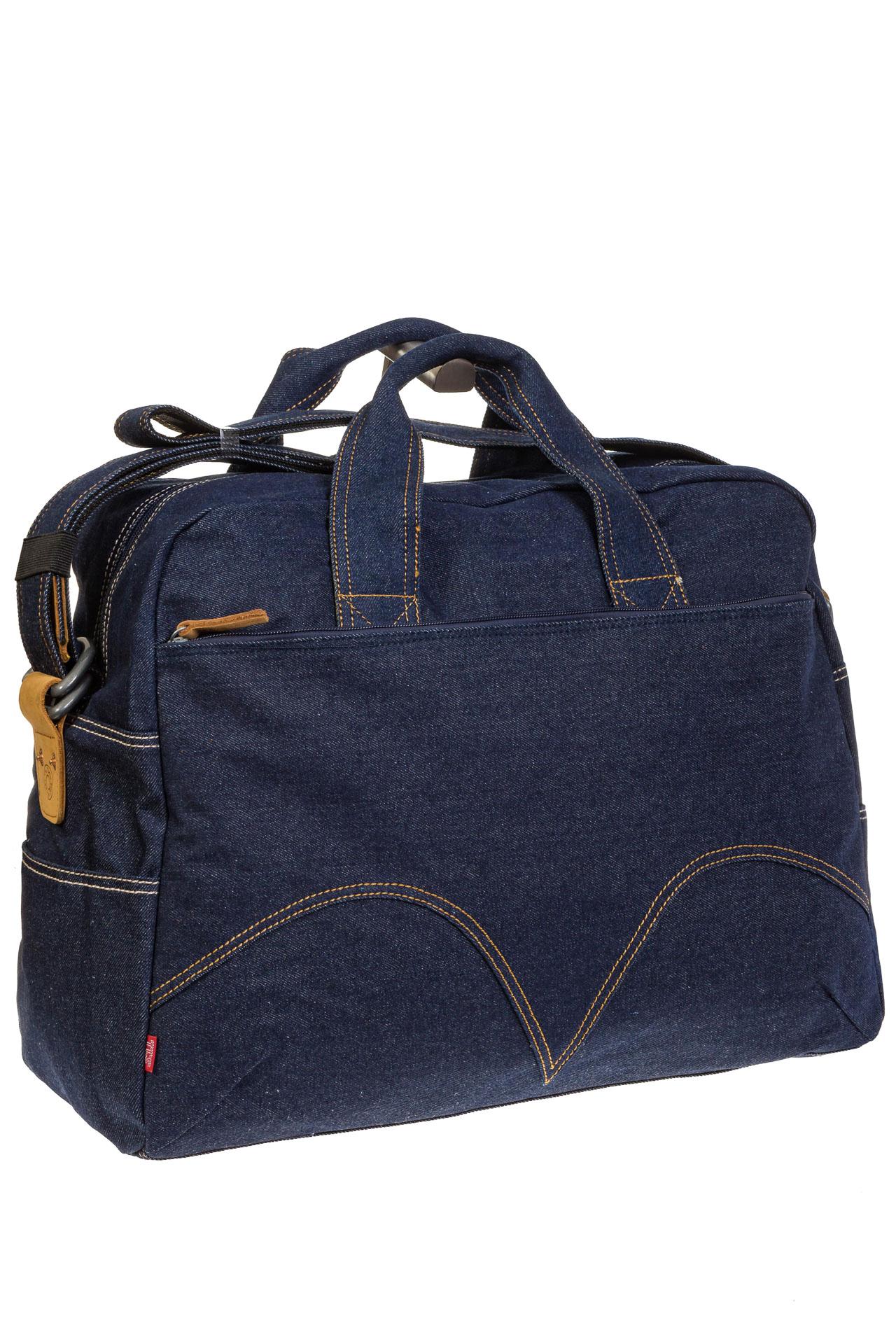 На фото 1 - Женская сумка из джинсовой ткани синего цвета