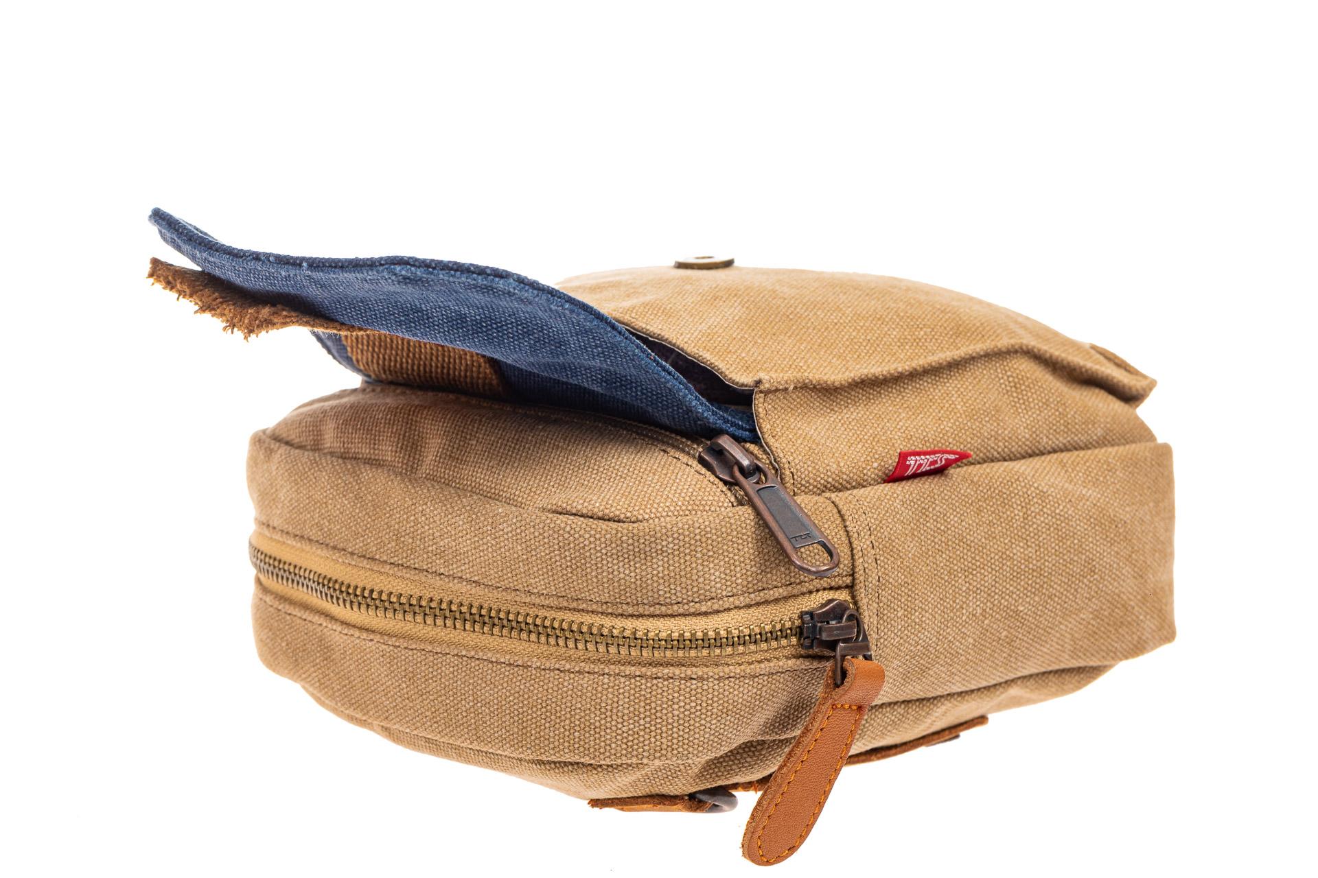 На фото 4 - Маленькая мужская сумка через плечо или на пояс, цвет песочный