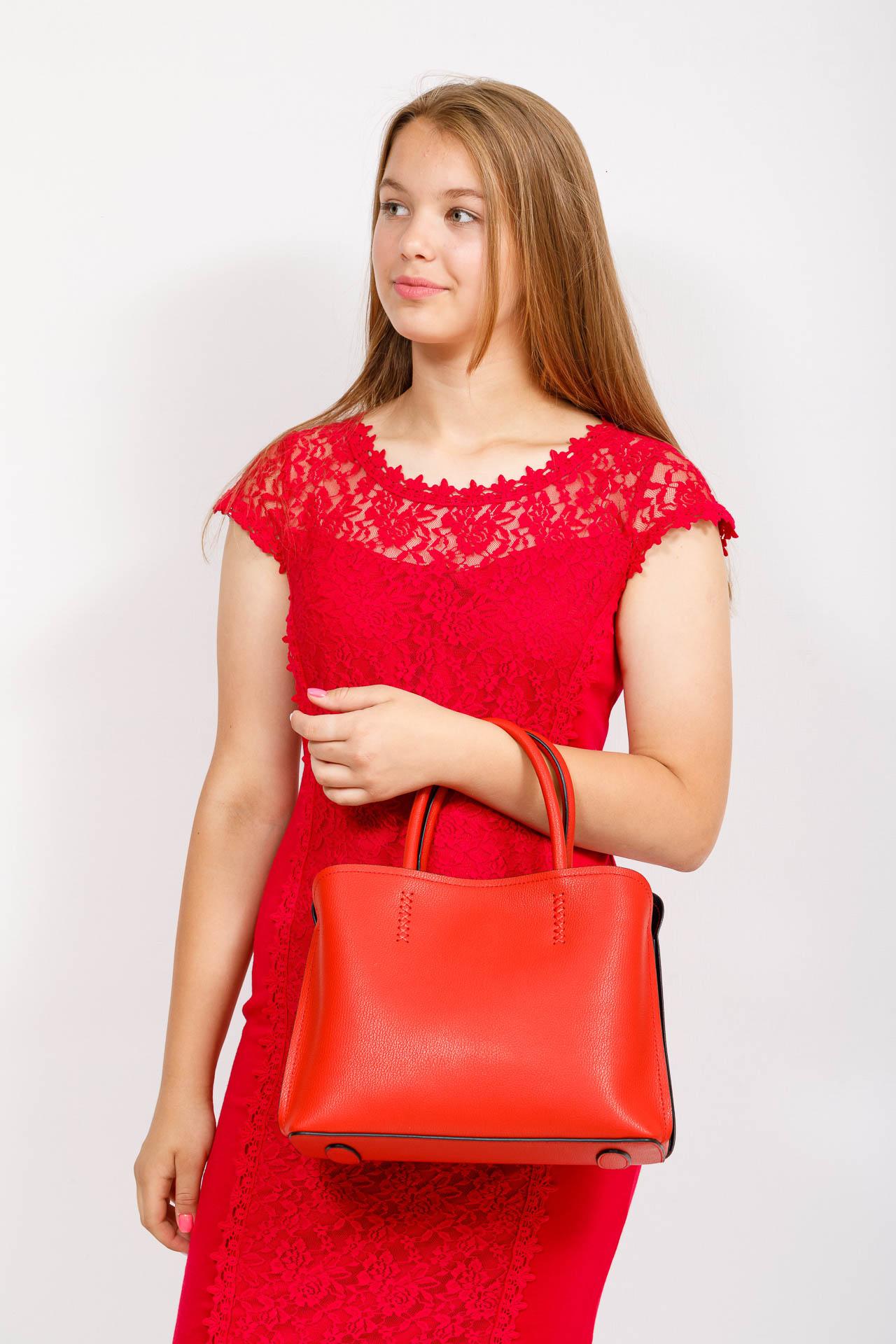 На фото 4 - Строгая стильная кожаная сумка, красная