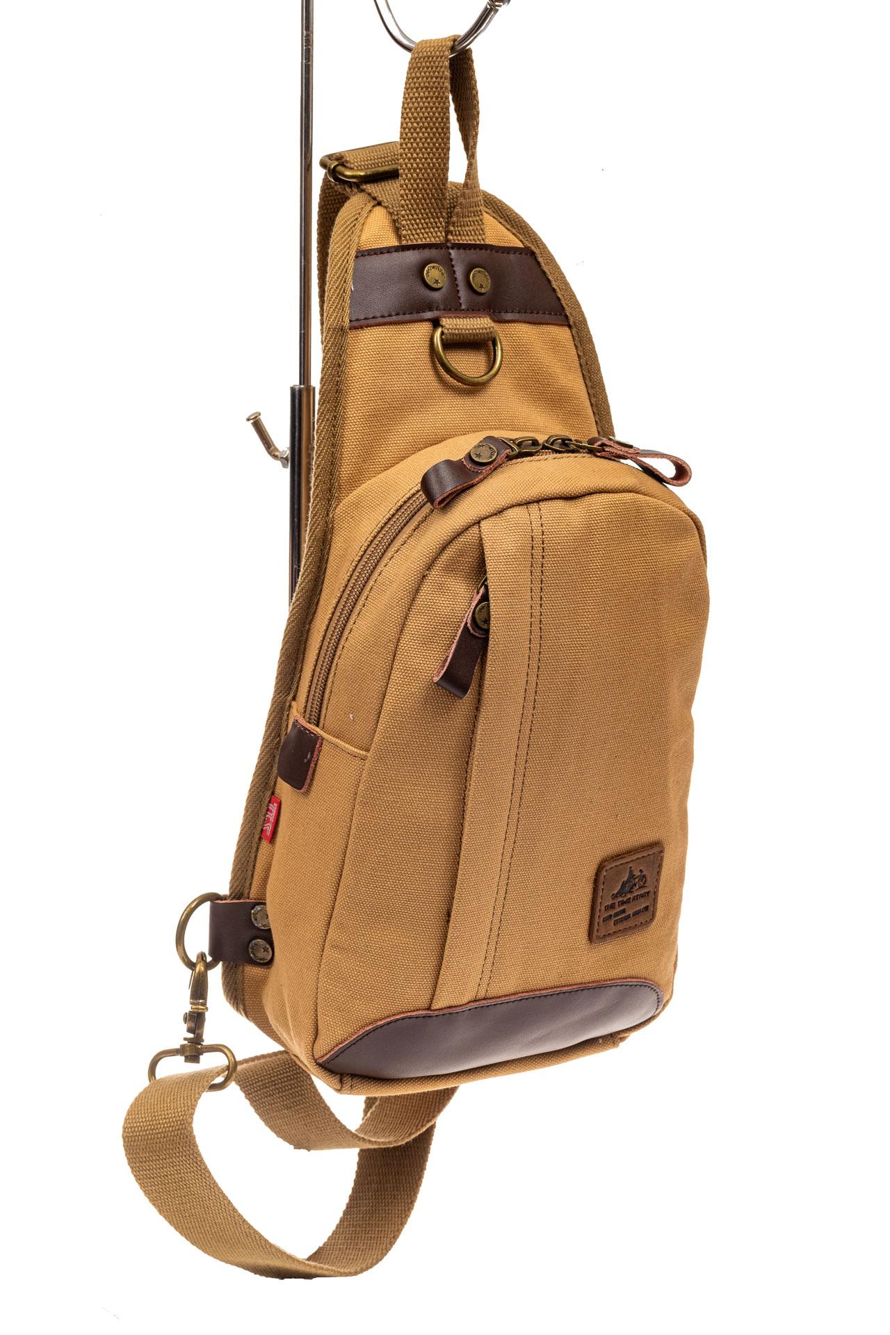 На фото 1 - Текстильный слинг-рюкзак для мужчин, цвет песочный
