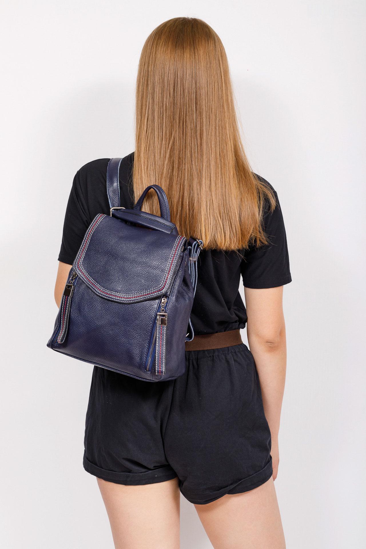 На фото 4 - Рюкзак-трансформер из натуральной кожи, цвет синий