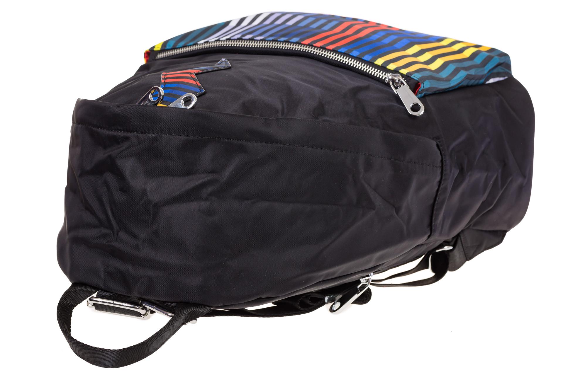 На фото 4 - Молодежный рюкзак из текстиля, цвет – черный
