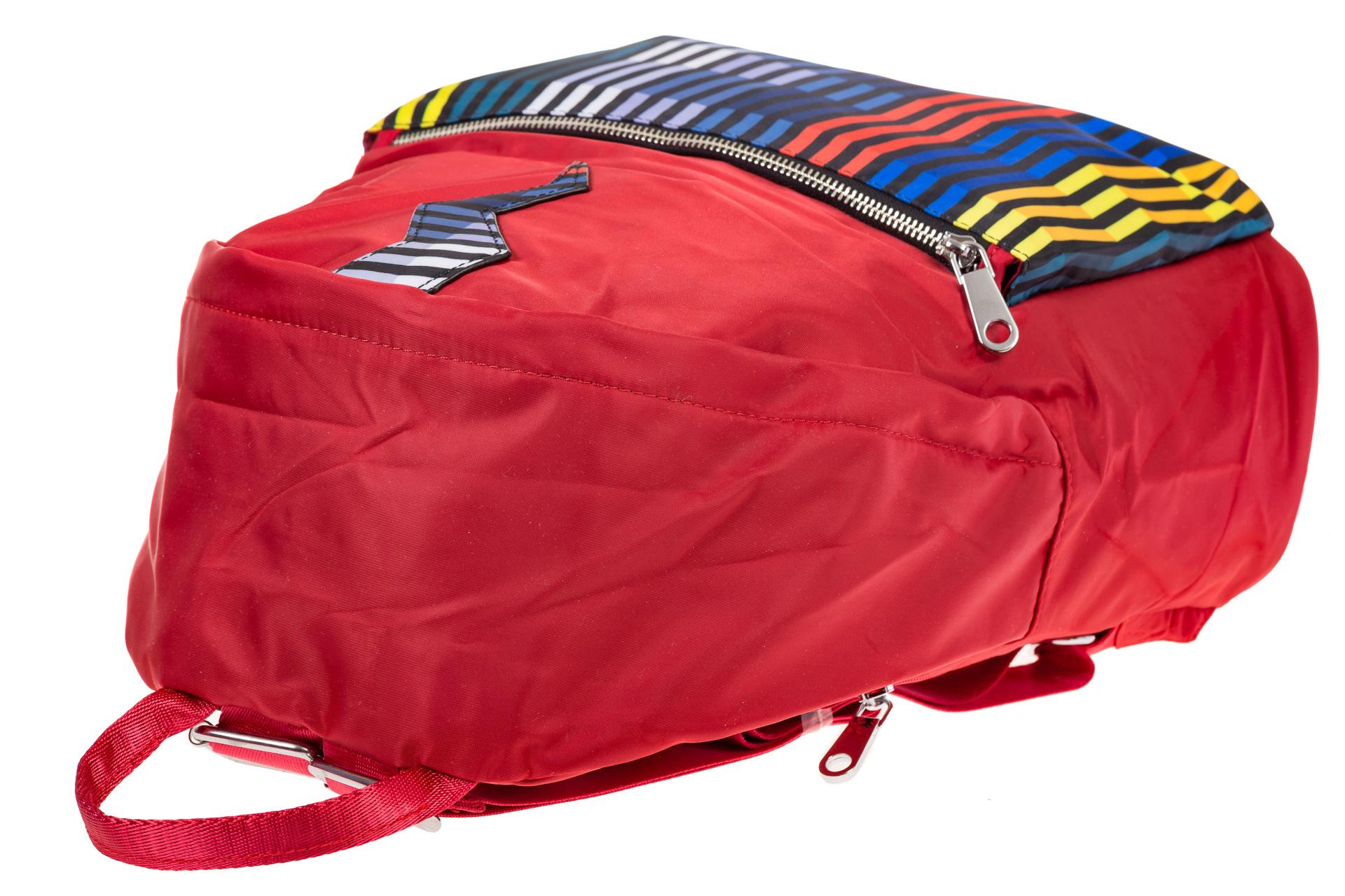 На фото 4 - Молодежный рюкзак из текстиля, цвет – красный