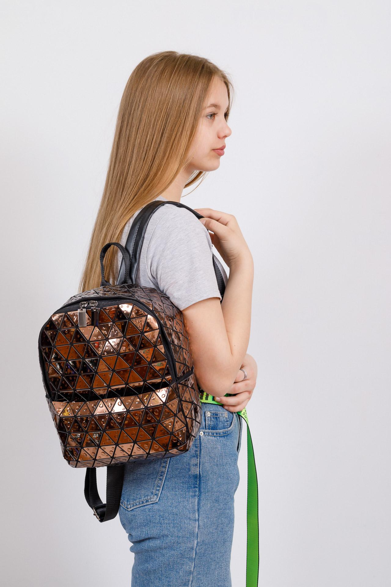 На фото 4 - Рюкзак с 3D эффектом из искусственной кожи, цвет бежевый