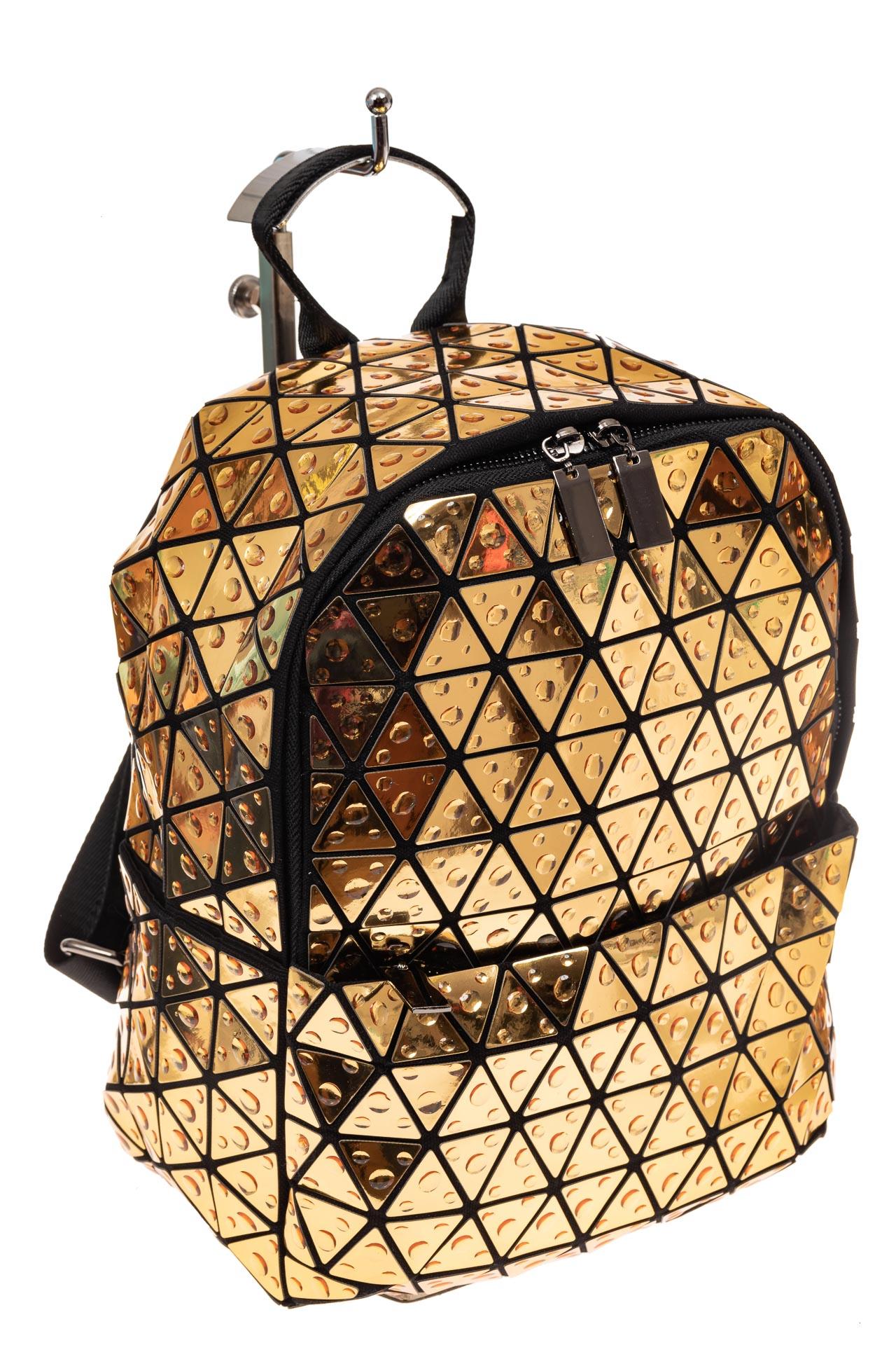 На фото 1 - Рюкзак с 3D эффектом из искусственной кожи, цвет золото