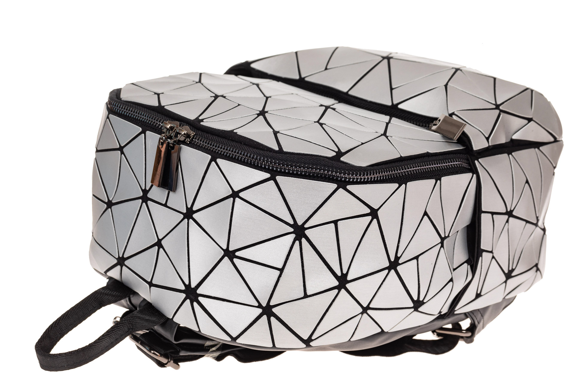 На фото 3 - Рюкзак с 3D эффектом из искусственной кожи, цвет серебро