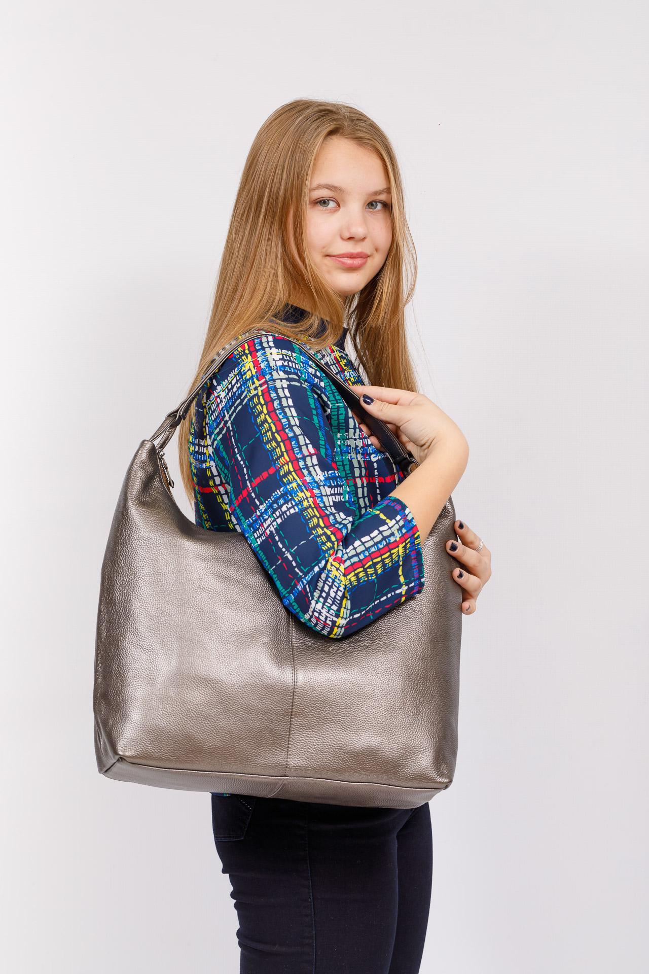 На фото 4 - Большая женская сумка из натуральной кожи, цвет бронза