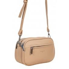 На фото 1 - Женская сумочка кросс-боди из фактурной экокожи, цвет бежевый