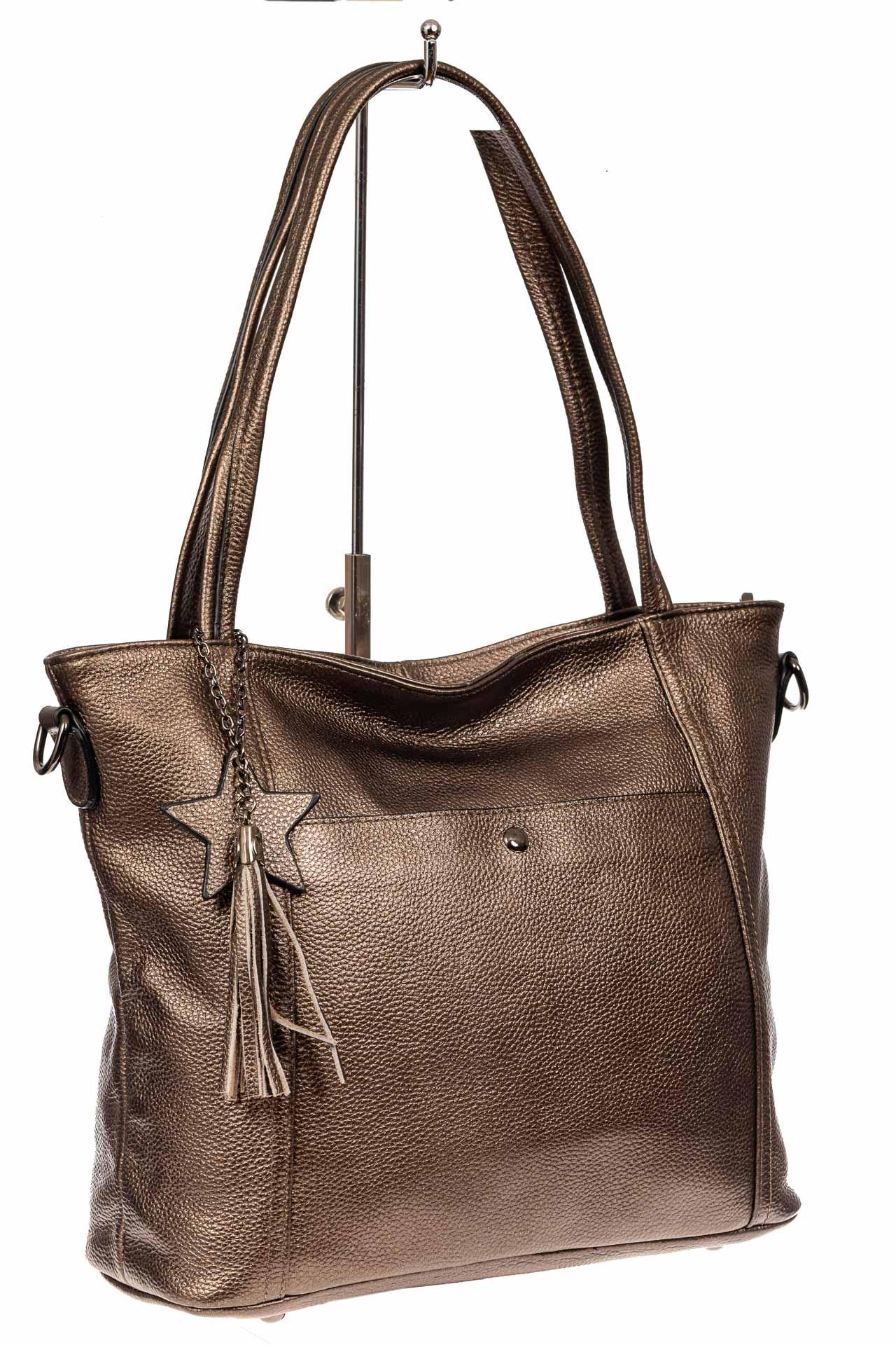 На фото 1 - Кожаная сумка шоппер, цвет золотистый