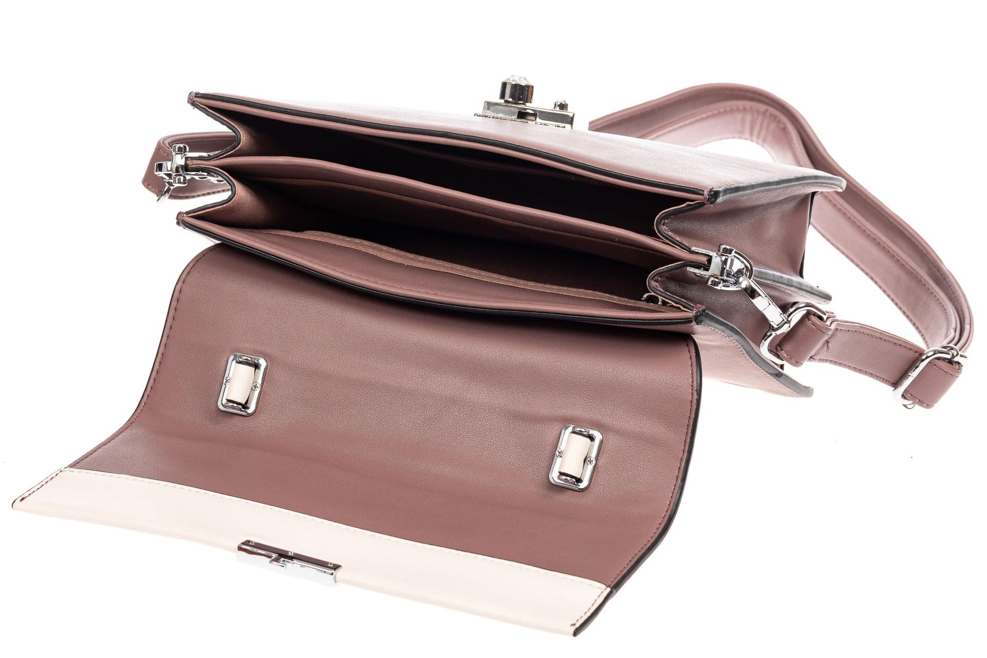 На фото 4 - Легкая летняя сумка с клапаном из экокожи, цвет пудра
