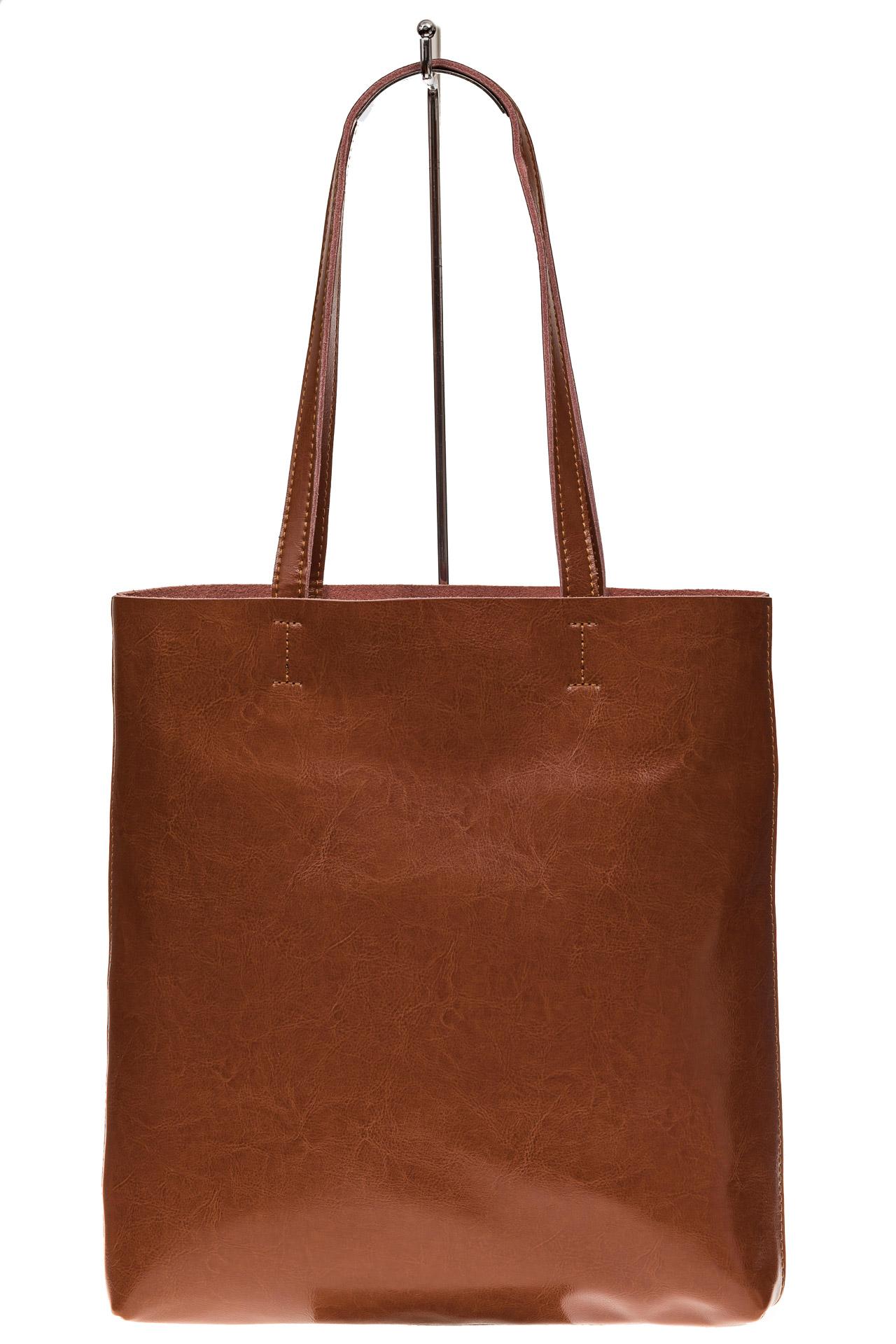 На фото 2 - Кожаная сумка-пакет рыжего цвета