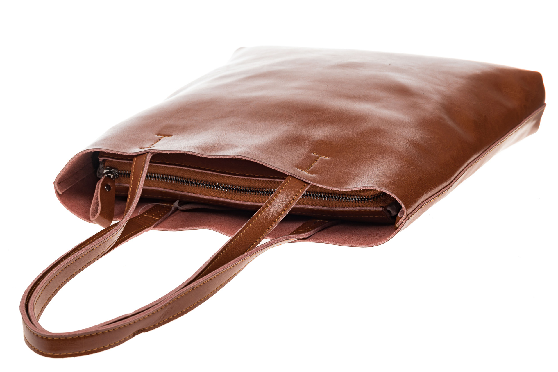 На фото 4 - Кожаная сумка-пакет рыжего цвета