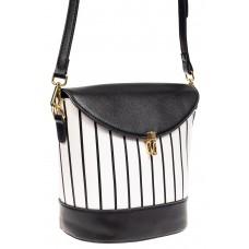 На фото 1 - Женская сумка из кожзама сумка с клапаном, цвет черный