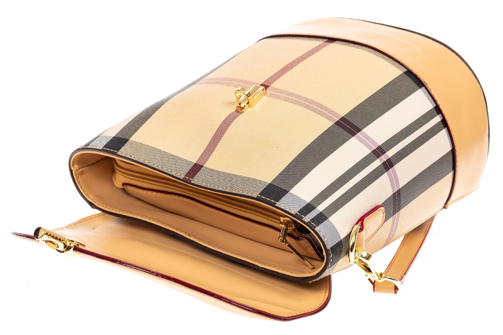 На фото 4 - Женская сумка из кожзама с клапаном, цвет бежевый