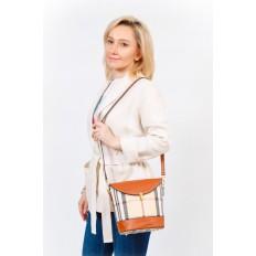 На фото 5 - Женская сумка из кожзама с клапаном, цвет бежевый