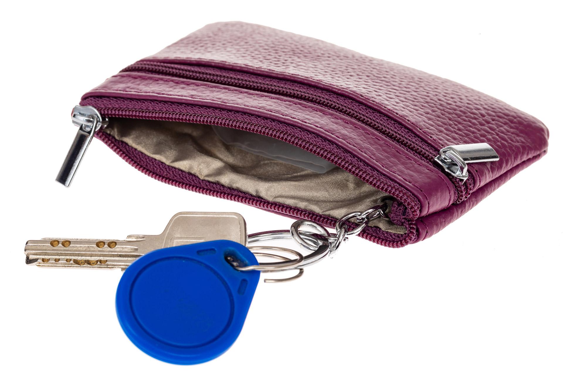 На фото 2 - Женская ключница из натуральной кожи, цвет фиолетовый
