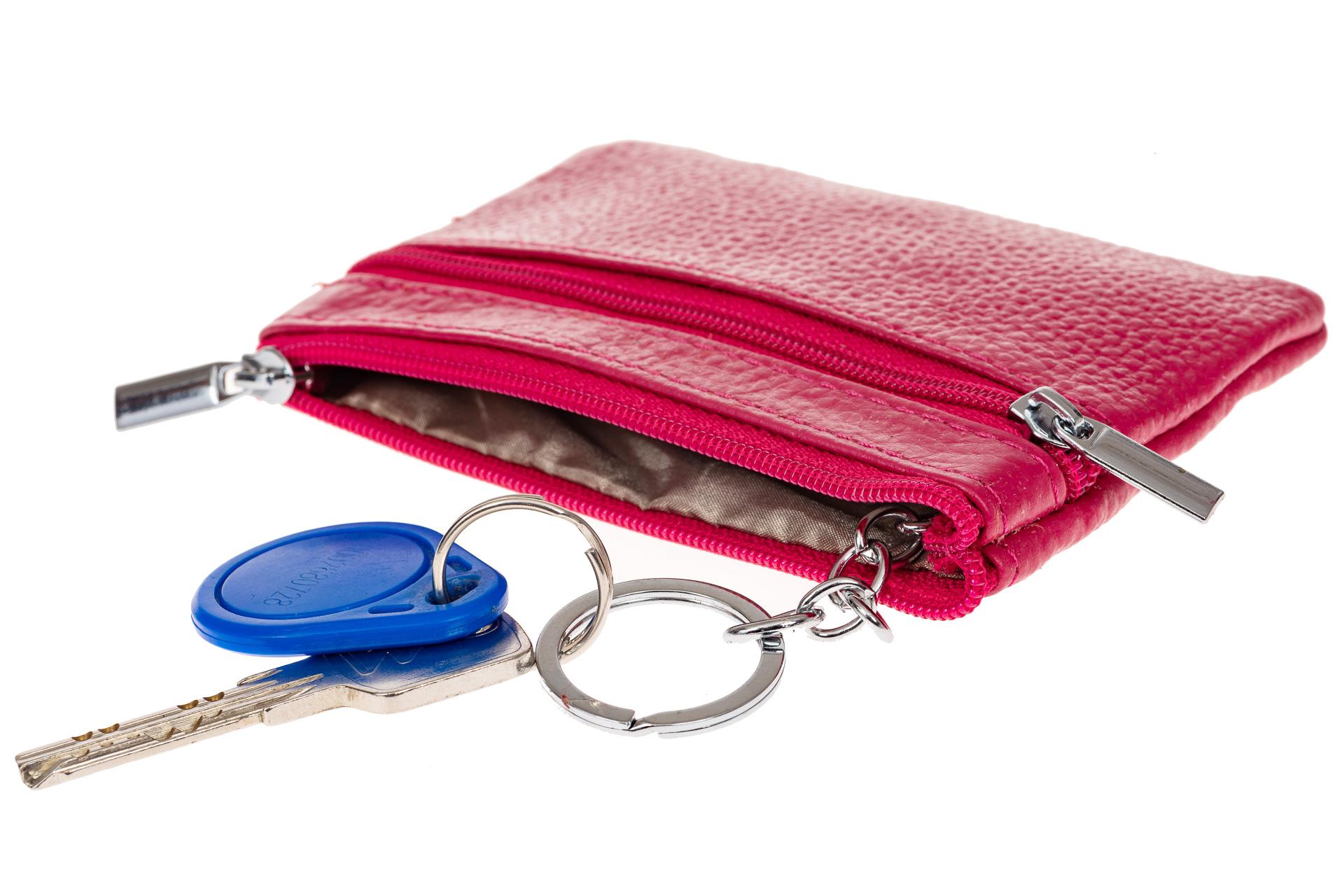 На фото 2 - Женская ключница из натуральной кожи, цвет фуксия