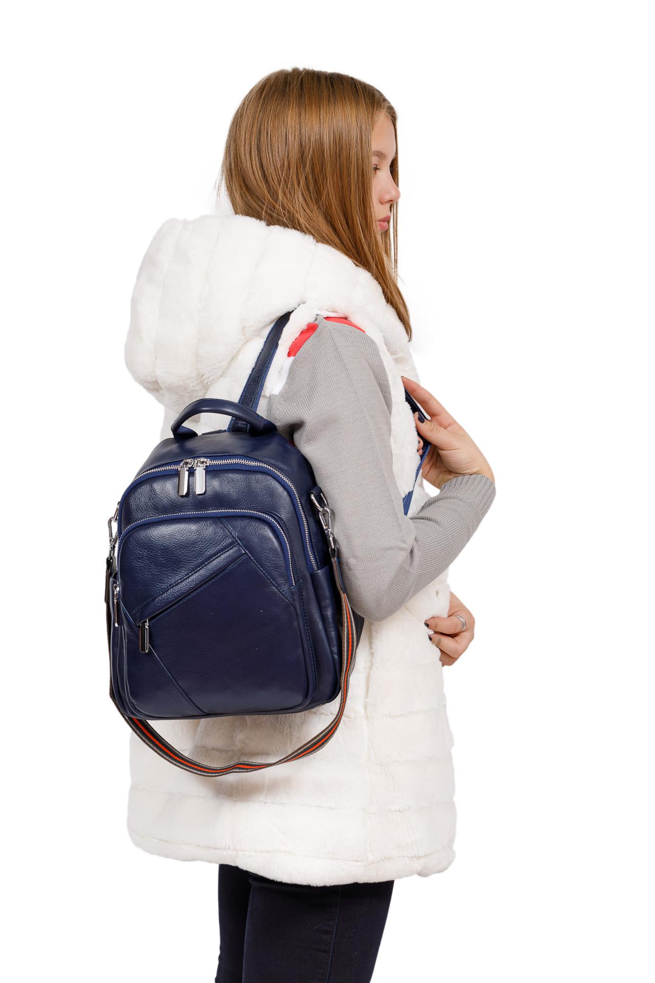 На фото 4 - Стильный женский рюкзак из натуральной кожи, цвет синий